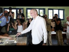 Greece: Mixed reception for Varoufakis as he votes in referendum