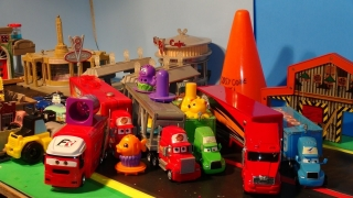 Play Doh Travelling Circus in Pixar Cars Radiator Springs with the Haulers and Monsters University P